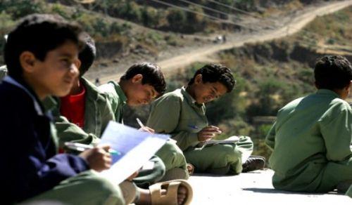 سياسة تجهيل الحوثيين لأهل اليمن  ساهمت في هبوط التعليم إلى أدنى دركات الانحطاط!!