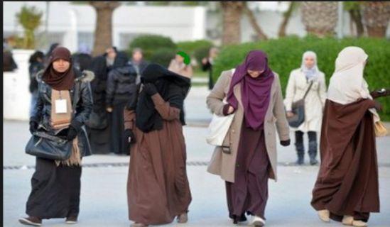 جواب سؤال  اللباس الشرعي الذي أوجبه الإسلام على المرأة في الحياة العامة