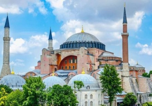 THE RETURN TO HAGIA SOPHIA THE STATUS OF A MOSQUE IS A SIGN OF THE APPROACH OF HISTORICAL CHANGES IN THE ISLAMIC WORLD